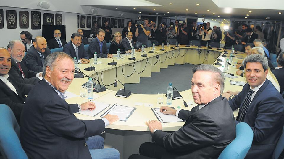 Los gobernadores se reunieron ayer en el Consejo Federal de Inversiones.