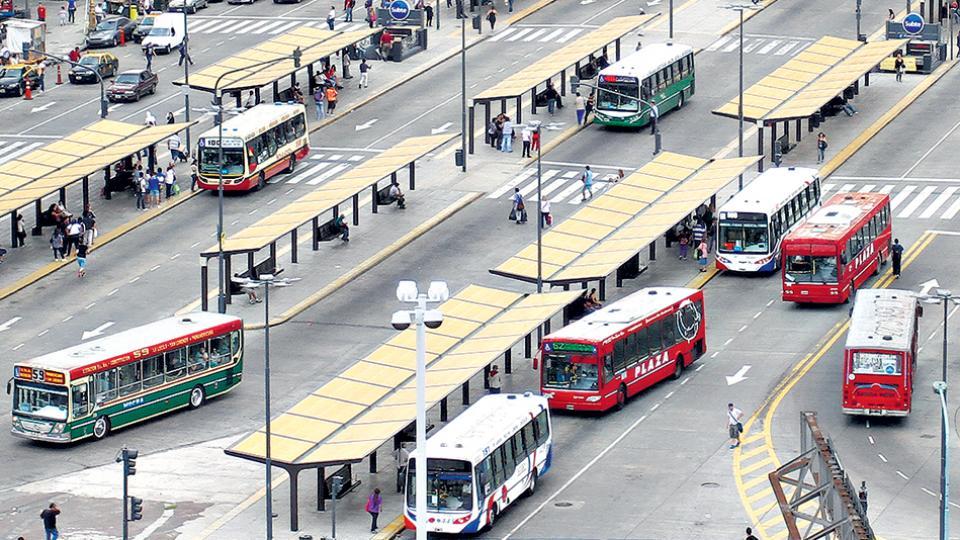 El Gobierno evalúa que quienes realicen más de un viaje por día paguen tarifas decrecientes.