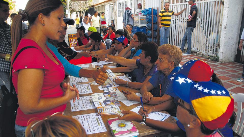 Los venezolanos votaron ayer a un ritmo fluido en muchos de los colegios electorales.