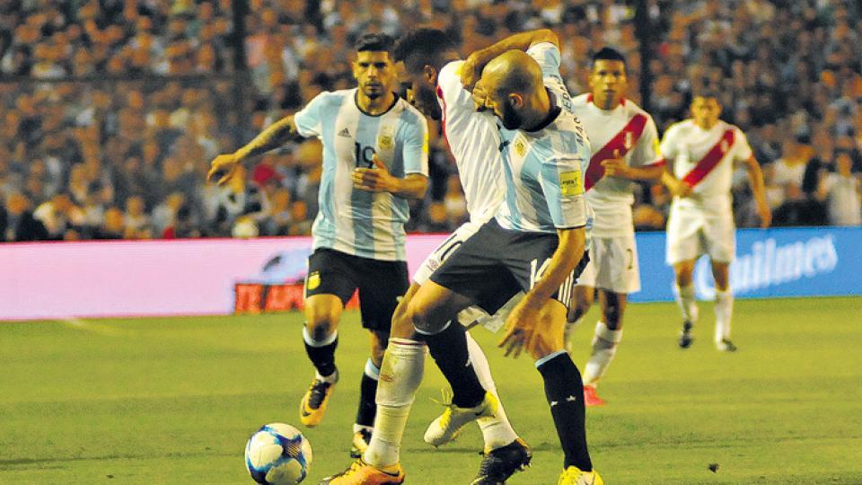 El empate frente a Perú decepcionó, pero no cerró las puertas a Rusia.
