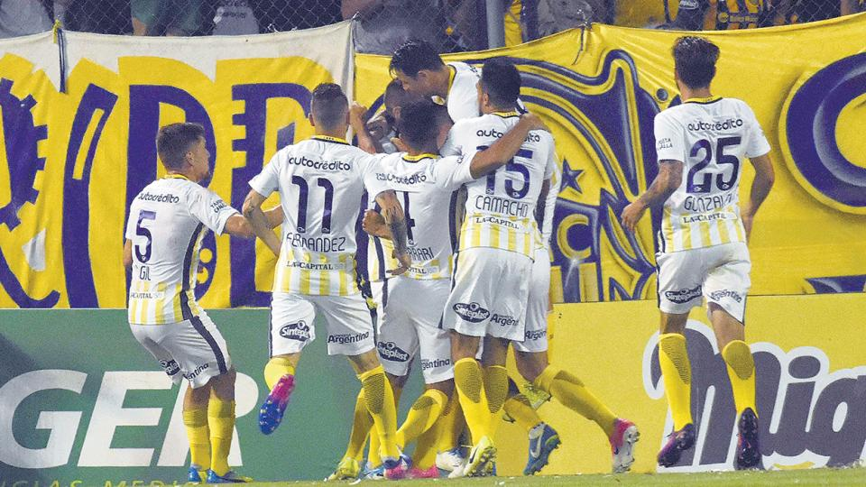 Ruben festeja el gol de Central, cuando apenas se jugaban tres minutos del encuentro.
