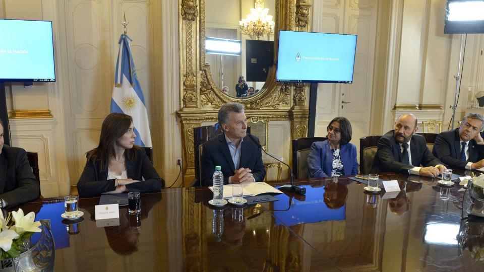 Macri quiere sueldos más bajos