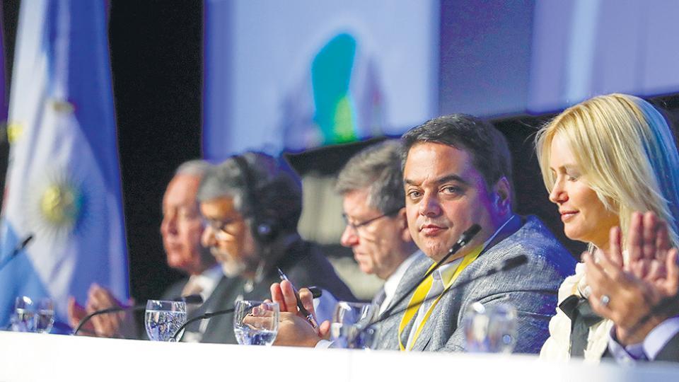Triaca adelantó los planes del Gobierno, que tampoco pagará adicionales a los beneficiarios de la Asignación Universal por Hijo.