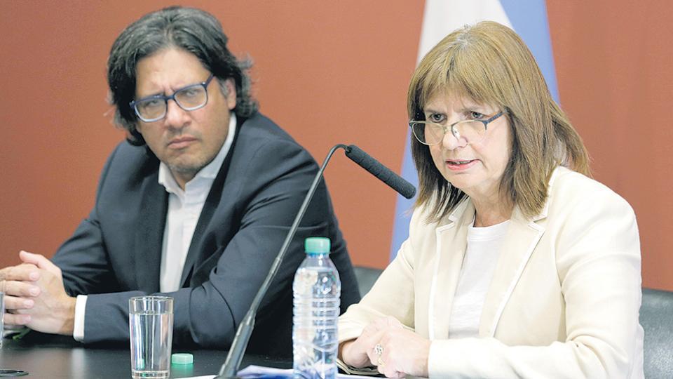 Los ministros de Justicia, Germán Garavano, y de Seguridad, Patricia Bullrich, justificaron la represión a los mapuches.