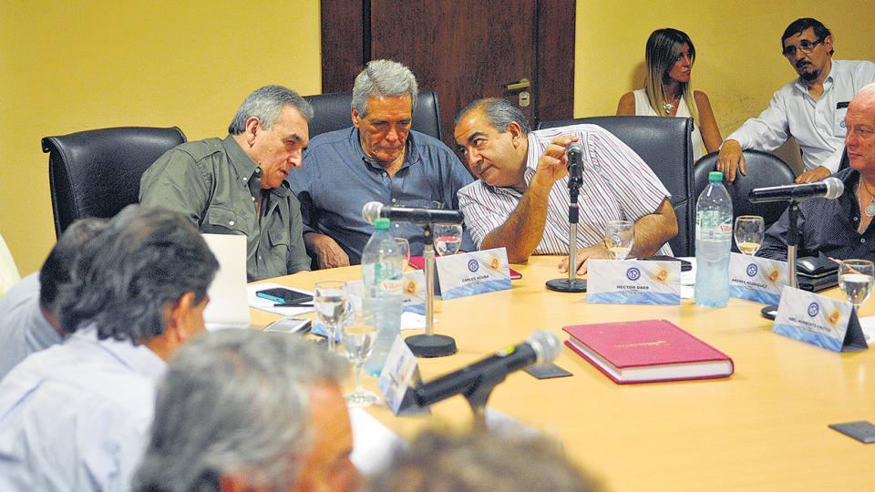Héctor Daer, Carlos Acuña y Juan Carlos Schmid encabezaron ayer la reunión del consejo directivo de la CGT.