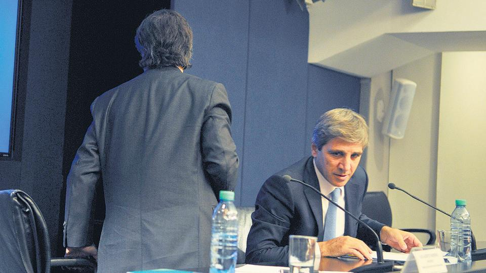 Luis Caputo, ministro de Finanzas. El retorno al modelo de dependencia del crédito externo.