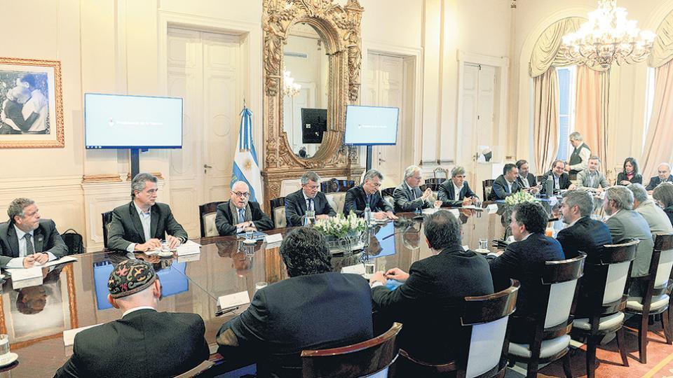 En la reunión de gabinete, Macri respaldó a Bullrich y al accionar de la Prefectura.