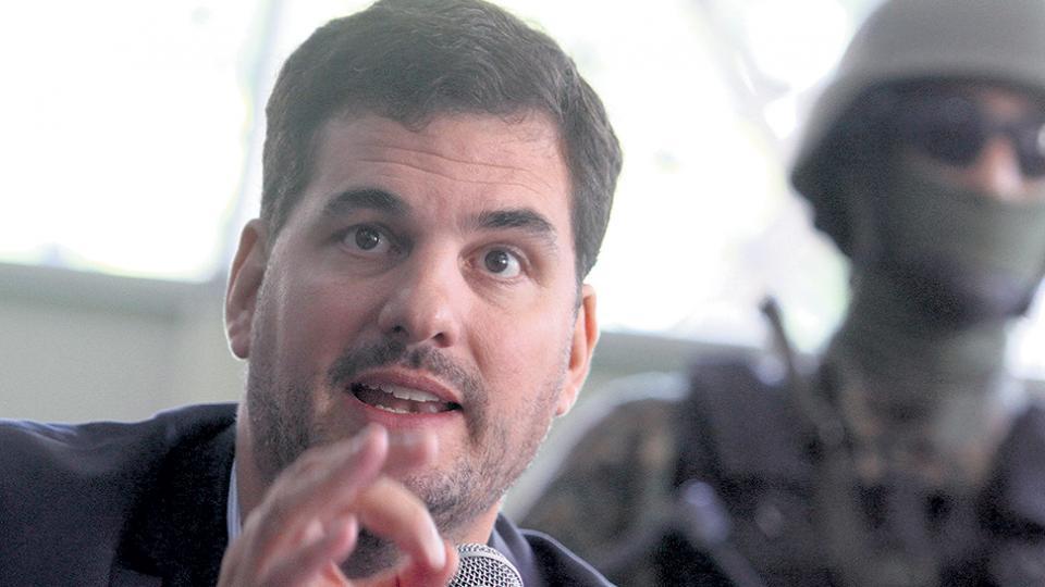 Burzaco podría dejar Seguridad en medio del escándalo por las confesiones de su hermano en el FIFAgate.