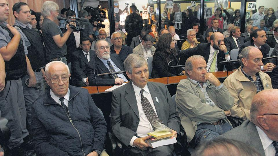"""Jorge """"El Tigre"""" Acosta y Alfredo Astiz fueron condenados a prisión perpetua."""