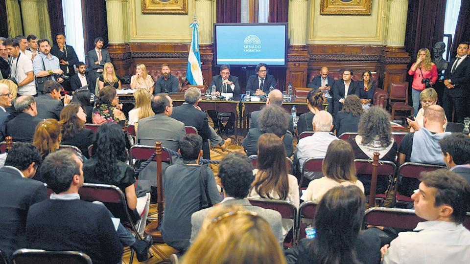 Ahora, el oficialismo pretende tratar el proyecto sobre tablas en la sesión del 15 de noviembre.