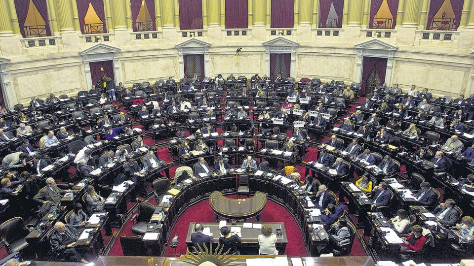 Los legisladores exigen que se presente Aguad a explicar qué pasó y qué hacía el ARA San Juan.