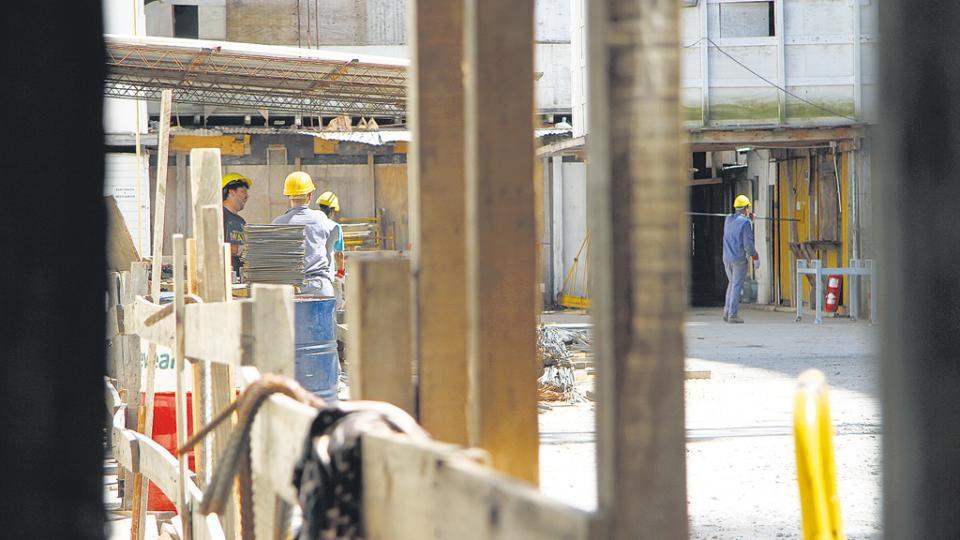 """El fondo de despido ya existe en la construcción. """"Es la inestabilidad laboral más absoluta"""", aseguran los especialistas."""