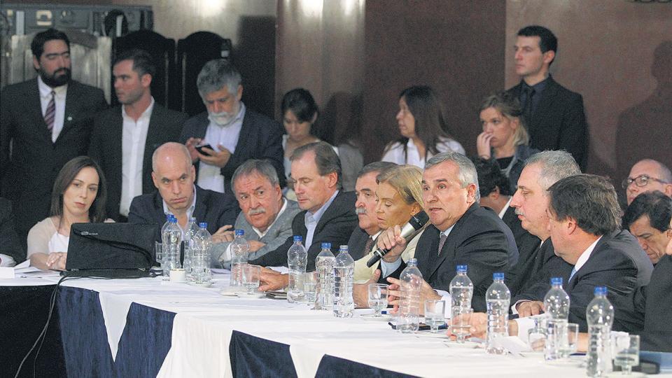 Tres ministros y una docena de gobernadores asistieron ayer a las comisiones de Trabajo y Presupuesto del Senado.
