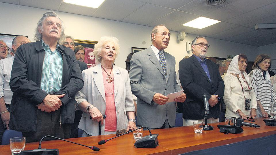 Junto a otras personalidades, González, Carlotto, Zaffaroni y Giardinelli convocaron desde el Congreso a la defensa de la democracia.