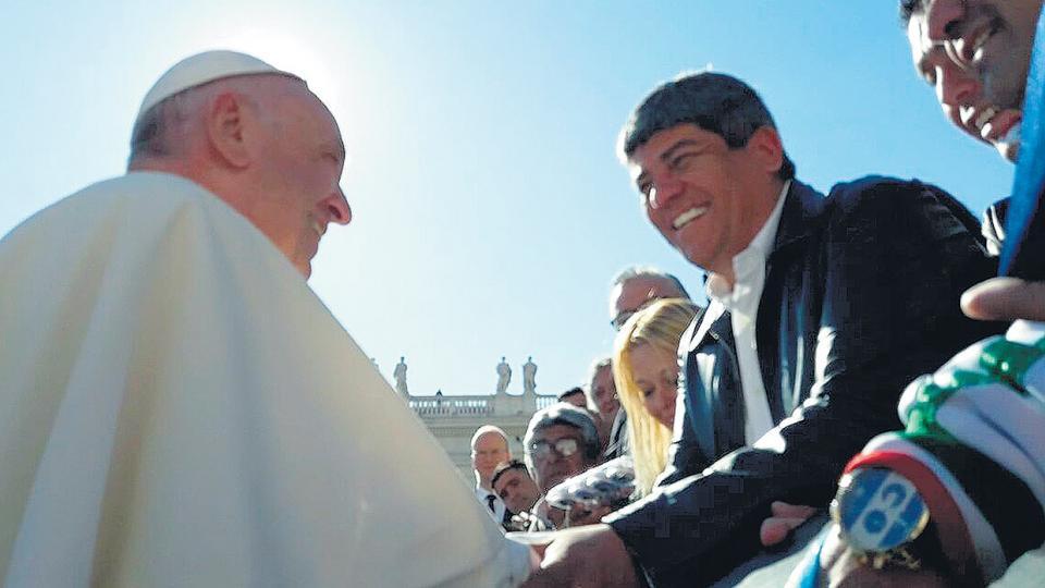 Moyano estuvo ayer con el Papa y le habló de la reforma laboral.