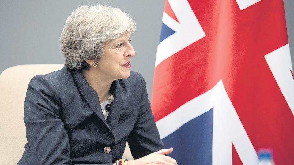 La premier May negocia con Bruselas y tiene que anunciar su primer presupuesto doméstico.