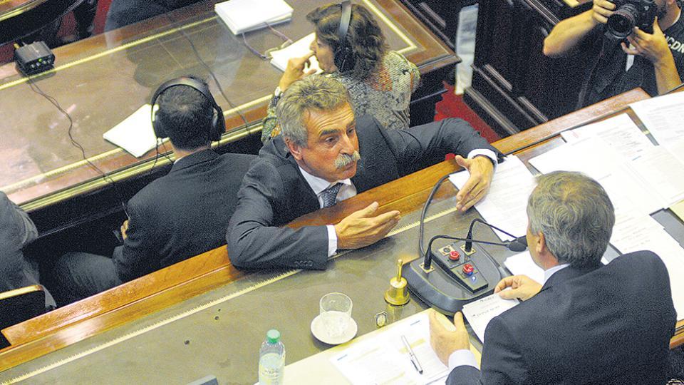 Rossi insistirá en el Congreso para que una ley evite nuevos tarifazos.