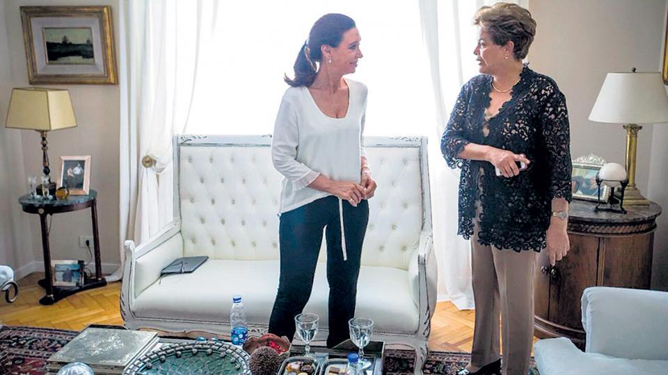 """CFK y Dilma advirtieron que se busca """"ocultar el desastre económico"""" de Macri y Temer."""
