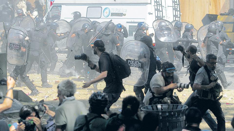 Sólo el último lunes se registraron al menos 36 trabajadores de prensa heridos.