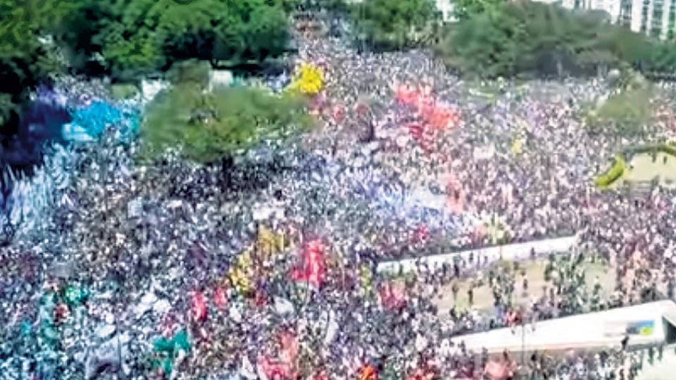 Los miles y miles de personas que se manifestaron casi no fueron mostradas por los canales de TV, que se concentraron en los incidentes.