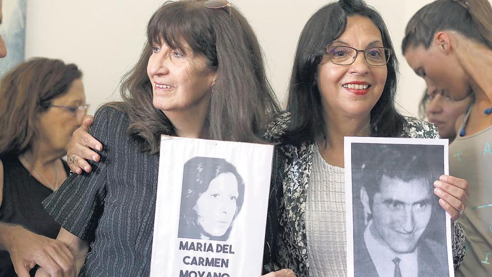 Adriana Moyano y Elsa Poblete ayer en la conferencia de prensa en Abuelas de Plaza de Mayo.