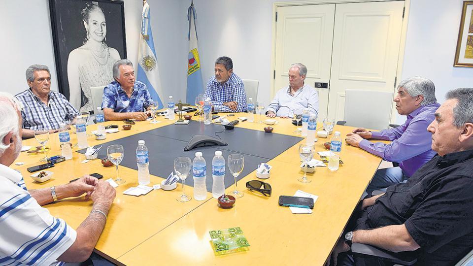 Hugo Moyano y Luis Barrionuevo volvieron a una reunión de la CGT ante los rumores de fractura.