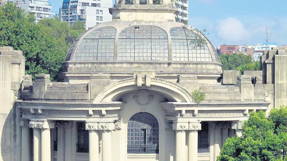 El pabellón de Virginio Colombo fue construido en 1910 y está en un avanzado estado de ruina.