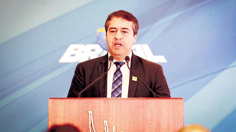 El gobierno argumentó motivos personales al presentar la dimisión de Ronaldo Nogueira, pero los números no lo ayudaron.