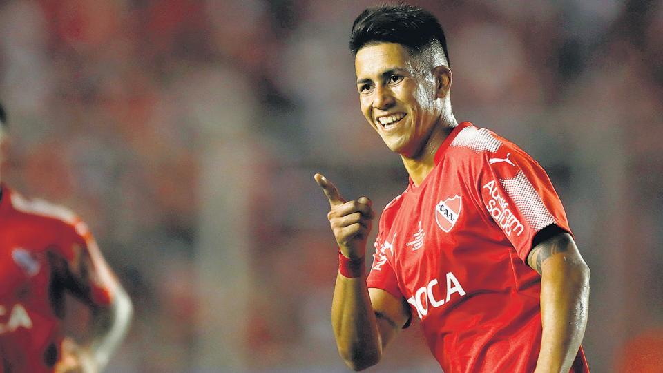 Meza festeja el gol del triunfo sobre el Flamengo, el que pone a Independiente a las puertas de otro título.