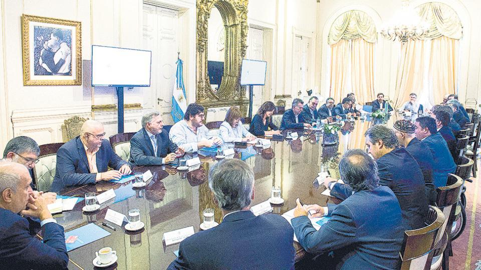 Jorge Triaca reiteró sus explicaciones sobre el escándalo frente al Presidente y los ministros.