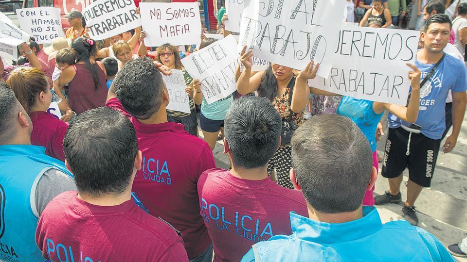 Los puesteros se organizaron en asambleas y algunos puesteros reclamaban con carteles.