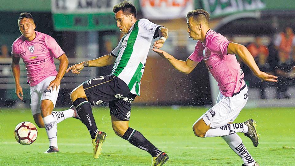 Mouche, anoche en el Sola. El gol de visitante lo puede complicar en la revancha en Quito.