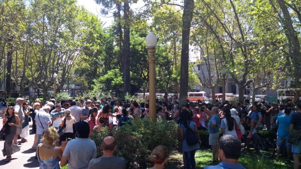 El viernes hubo una asamblea con los maestros y familias afectadas. Este lunes habrá una protesta frente a la Jefatura Distrital de San Fernando