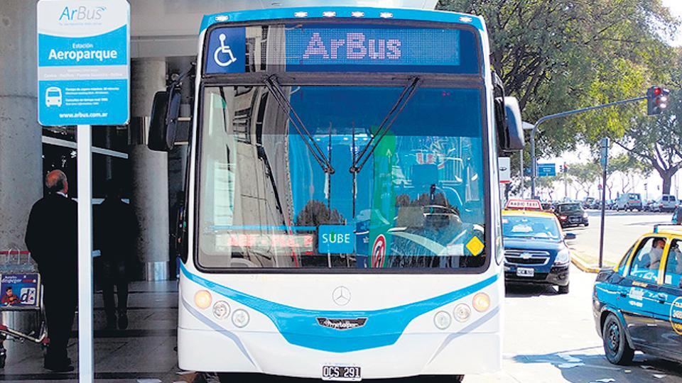 ArBus había sido lanzada en agosto de 2014 como una alternativa pública para mejorar la conectividad entre Ezeiza y Aeroparque.