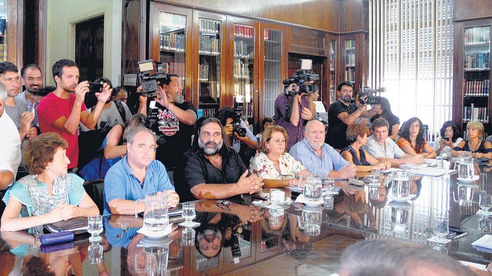 Los gremios del Frente de Unidad Docente mantuvieron ayer una nueva reunión en el Ministerio de Economía, en la ciudad de La Plata.