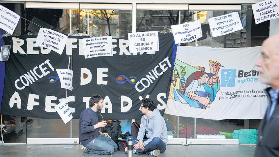 La ocupación del hall del Ministerio de Ciencia duró cerca de una hora.