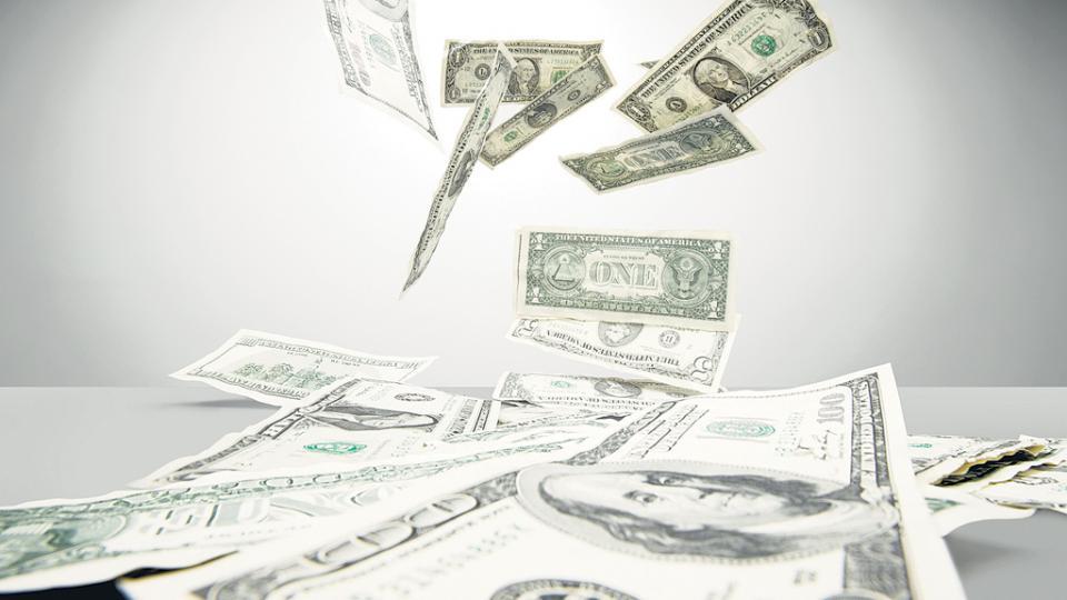 Problemas en el balance cambiario. Fuga, saldo negativo en las entradas y salidas por viaje, y también en el comercio.