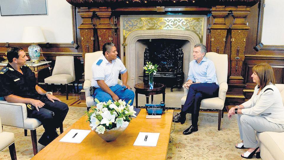 Macri, con Bullrich, recibió al policía Luis Chocobar (centro) en la Casa Rosada.