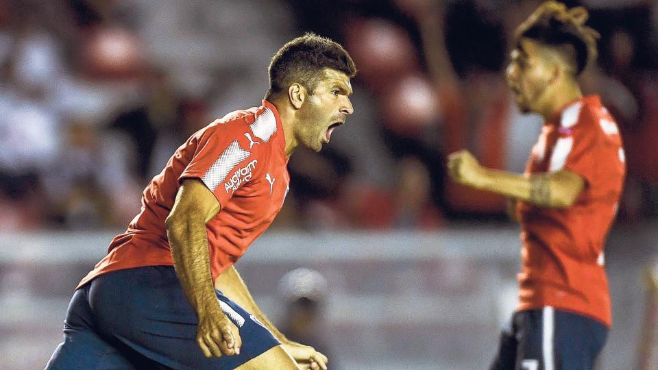 Gigliotti con la boca llena de gol. El Puma marcó el primero de Independiente, tras recibir el pase de Sánchez Miño.