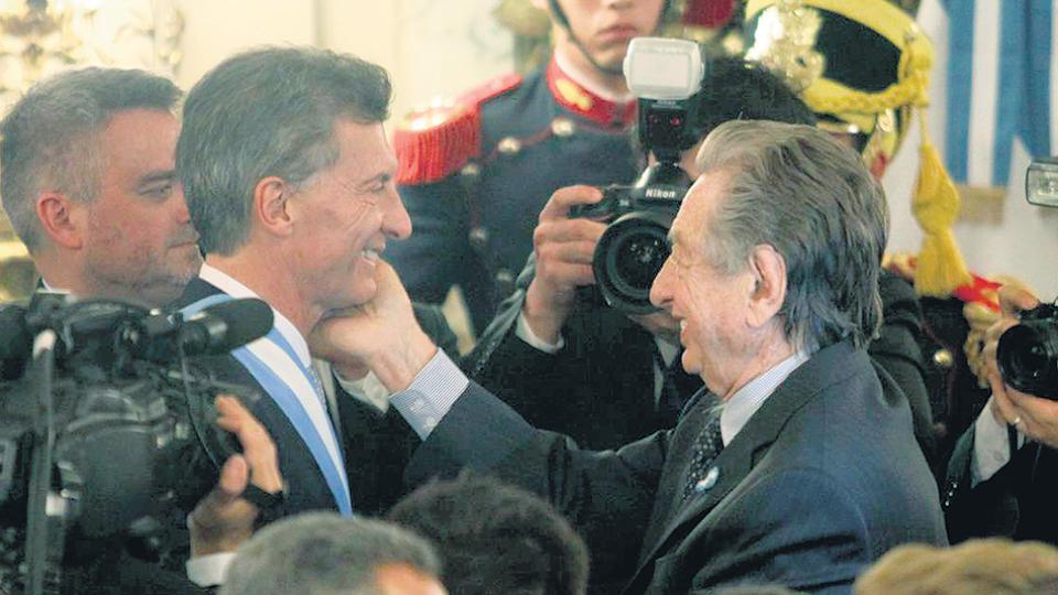 Padre e hijo Macri, familia que ya tiene una colección de empresas offshore para administrar sus negocios.
