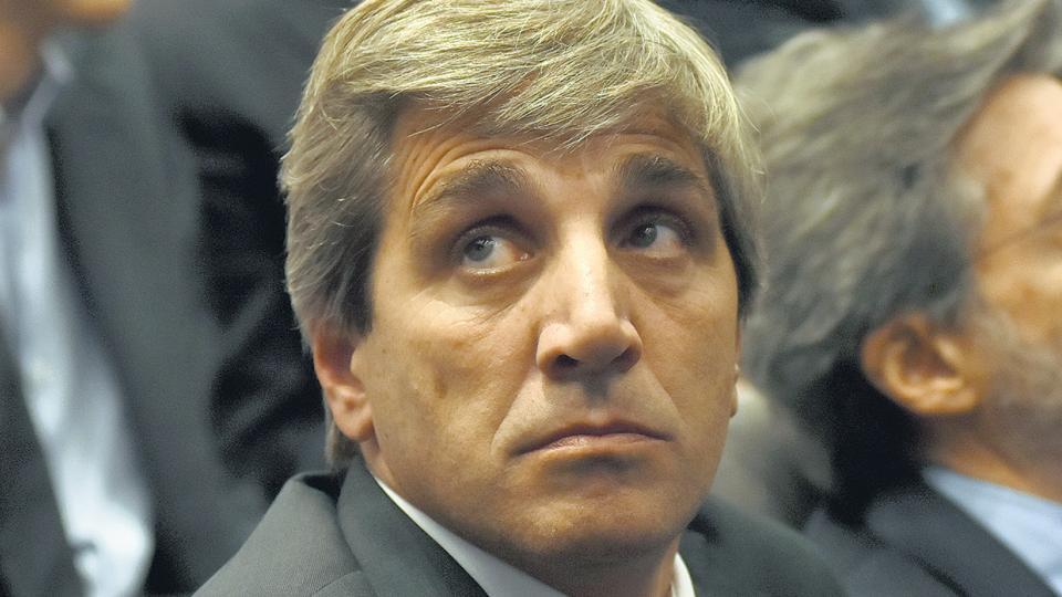 El ministro de Finanzas, Luis Caputo, quedó desmentido por los documentos de la SEC.