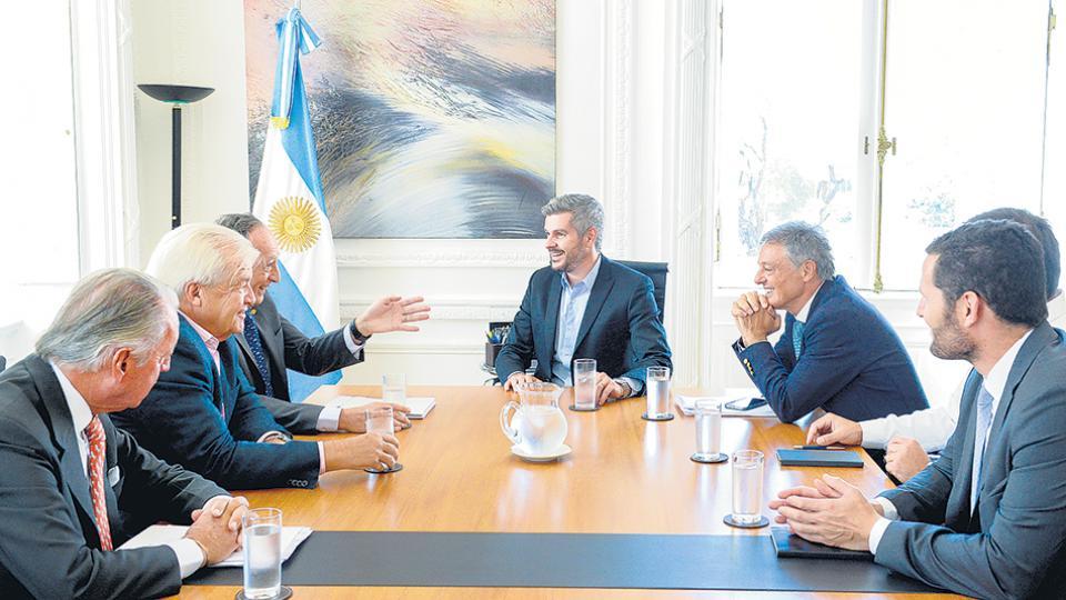 El jefe de Gabinete, Marcos Peña, encabezó la reunión en Casa Rosada con las máximas autoridades de la Unión Industrial.