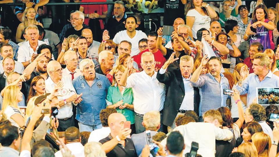 Rodríguez Saá, Rossi, Moyano, José Luis Gioja, Yasky, entre otros, coparon el estado Arena en San Luis.
