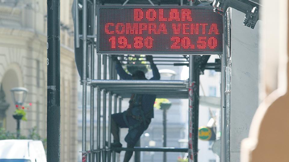El Central definirá hoy su tasa de interés rectora en un contexto de presiones cambiarias. La expectativa es que la deje en 27,25.