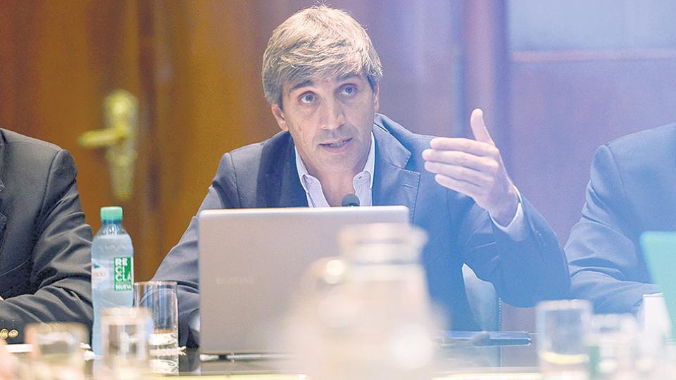 Caputo debe dar respuestas sobre el aumento de la deuda externa y sus vínculos con sociedades offshore.