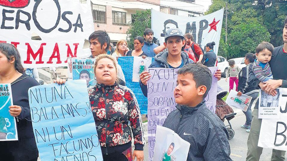 Ayer en Tucumán se manifestaron en reclamo de justicia y contra la violencia policial.