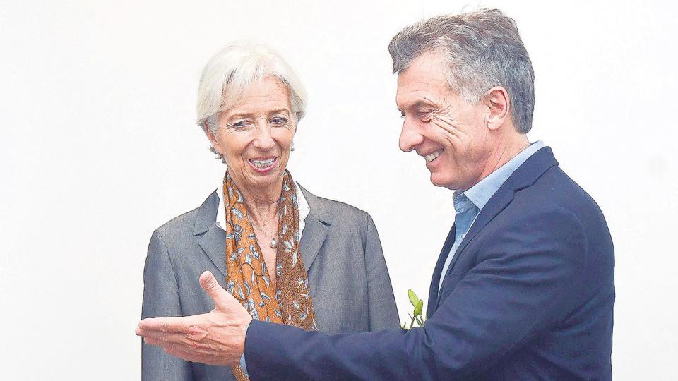 Mauricio Macri recibió a Christine Lagarde entre sonrisas y felicitaciones mutuas. Renace la relación histórica entre la Argentina y el FMI.