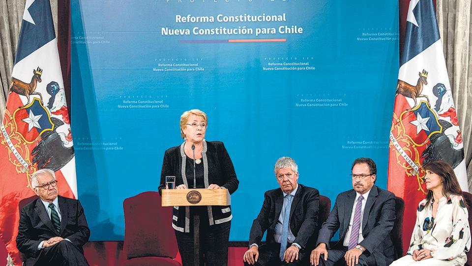 """Hoy tenemos un texto constitucional ilegítimo en su origen"", dijo Bachelet."
