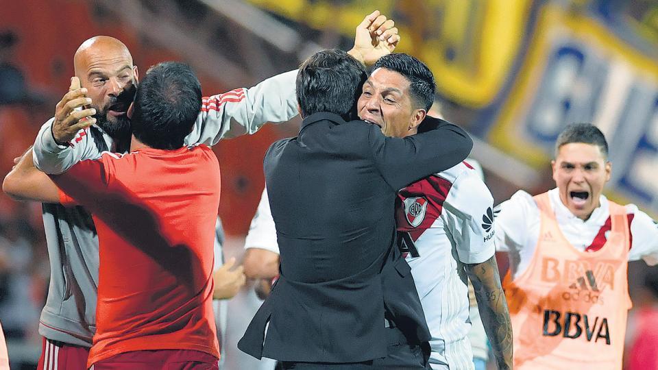 Cuando Loustau marcó el final del partido, los jugadores y el cuerpo técnico de River se desahogaron en el festejo.