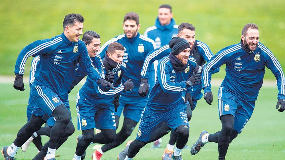 Los jugadores corren durante el entrenamiento realizado en el predio de Manchester City.